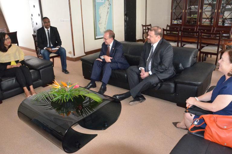 Visite de courtoisie de l'Ambassade des Etats-Unis, du Directeur Général de l'USAID et du Directeur du bureau Environnement et Changement Climatique dans les murs du MEDD
