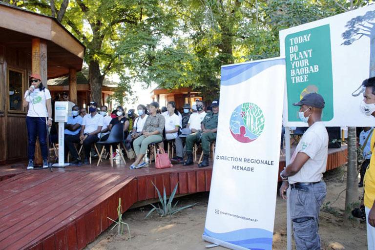 MORONDAVA: 2 000 JEUNES PLANTS DE BAOBAB ET D'ANAKARAKA MIS EN TERRE A BEMANONGA