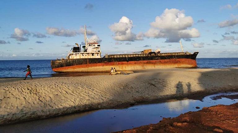 ECHOUAGE DU NAVIRE « MV Hassina » : POLLUTION MARINE ECARTEE